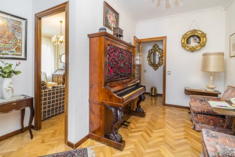 Apartment for sale in Madrid, Spain, 5 bedrooms, 181.00m2, No. 2706 – photo 16