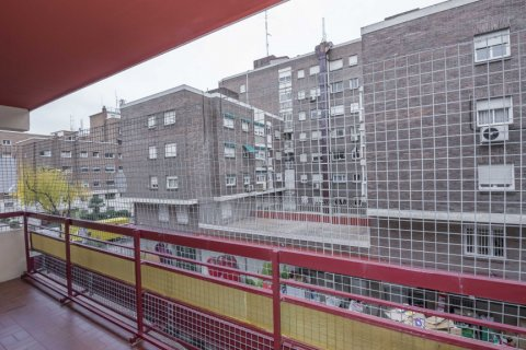 Apartment for sale in Madrid, Spain, 6 bedrooms, 216.00m2, No. 2002 – photo 10