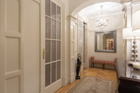 Apartment for sale in Madrid, Spain, 5 bedrooms, 377.00m2, No. 2003 – photo 10