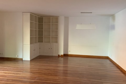 Apartment for rent in Madrid, Spain, 5 bedrooms, 279.00m2, No. 1462 – photo 7