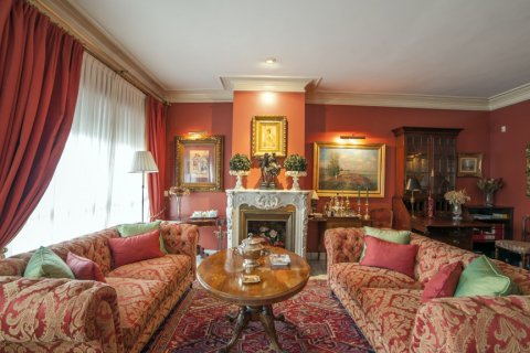 Apartment for sale in Sevilla, Seville, Spain, 3 bedrooms, 193.00m2, No. 2430 – photo 1