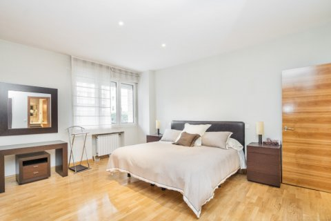 Apartment for sale in Madrid, Spain, 4 bedrooms, 218.00m2, No. 2576 – photo 20