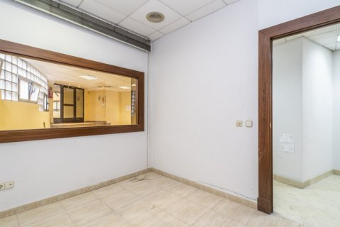 Apartment for sale in Madrid, Spain, 7 bedrooms, 223.00m2, No. 2714 – photo 22