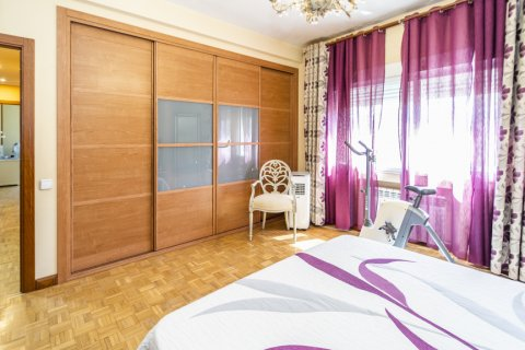 Apartment for sale in Madrid, Spain, 5 bedrooms, 232.00m2, No. 2190 – photo 28