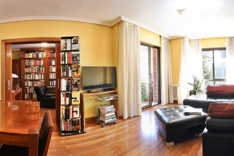 Apartment for sale in Madrid, Spain, 4 bedrooms, 233.00m2, No. 1772 – photo 1
