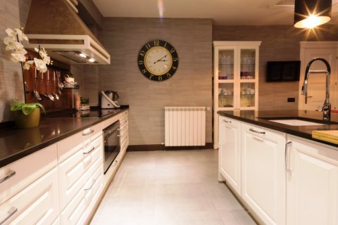 Apartment for rent in Madrid, Spain, 3 bedrooms, 207.00m2, No. 1556 – photo 6