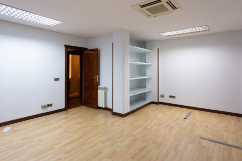 Apartment for sale in Madrid, Spain, 4 bedrooms, 196.00m2, No. 2199 – photo 21