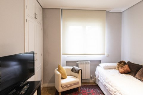 Apartment for sale in Madrid, Spain, 4 bedrooms, 122.00m2, No. 2013 – photo 19