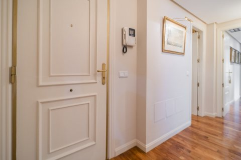 Apartment for sale in Madrid, Spain, 3 bedrooms, 122.00m2, No. 2678 – photo 6