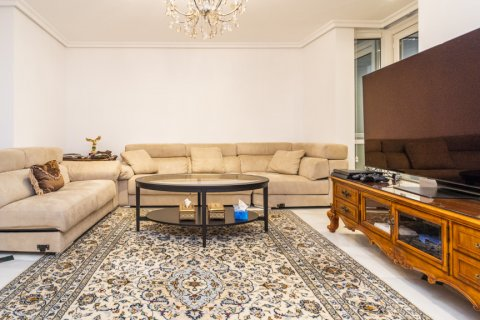 Duplex for sale in Madrid, Spain, 3 bedrooms, 152.00m2, No. 2445 – photo 3