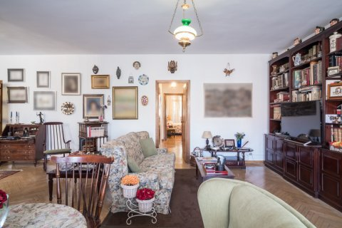 Apartment for sale in Madrid, Spain, 6 bedrooms, 291.00m2, No. 2275 – photo 5