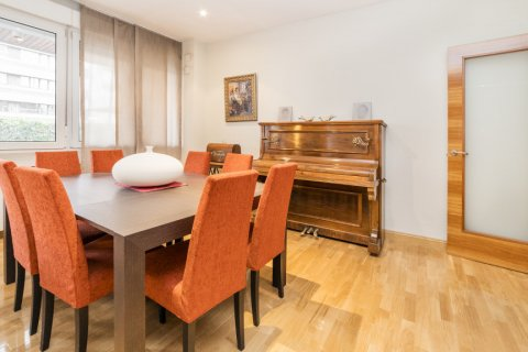 Apartment for sale in Madrid, Spain, 4 bedrooms, 218.00m2, No. 2576 – photo 10