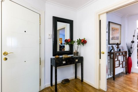 Apartment for sale in Madrid, Spain, 4 bedrooms, 202.00m2, No. 2710 – photo 24