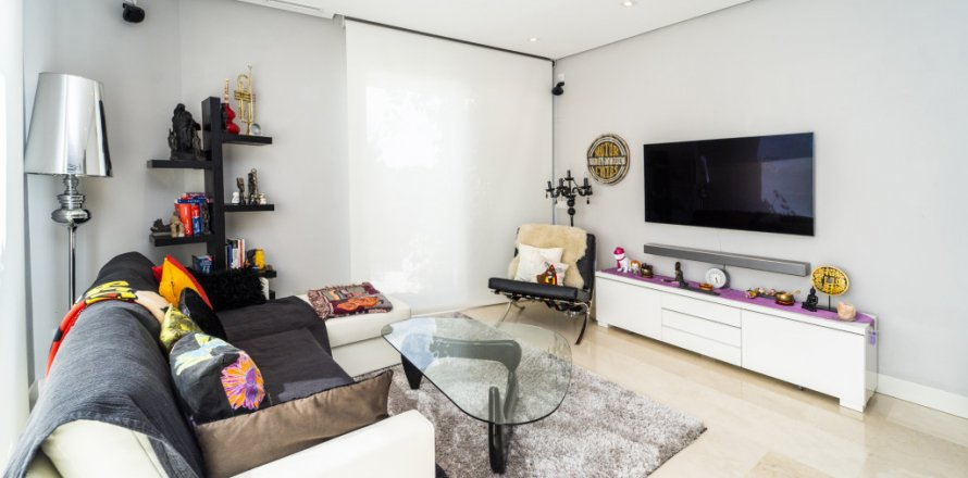 Penthouse in Madrid, Spain 3 bedrooms, 183.00 sq.m. No. 2215