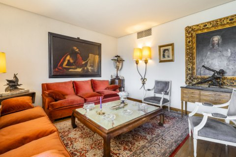 Apartment for sale in Madrid, Spain, 6 bedrooms, 414.00m2, No. 2470 – photo 10