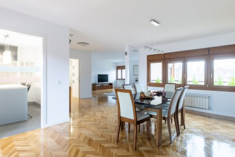 Duplex for sale in Madrid, Spain, 5 bedrooms, 216.00m2, No. 2360 – photo 3