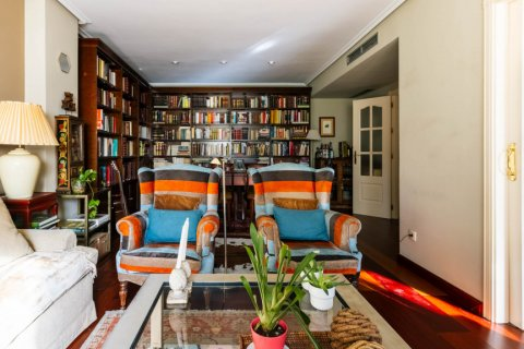 Apartment for sale in Madrid, Spain, 4 bedrooms, 152.00m2, No. 2702 – photo 7