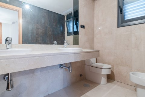Duplex for sale in Madrid, Spain, 4 bedrooms, 220.46m2, No. 1975 – photo 27
