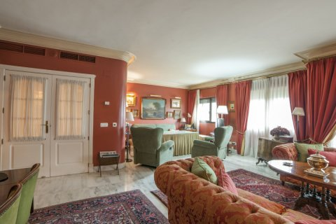 Apartment for sale in Sevilla, Seville, Spain, 3 bedrooms, 193.00m2, No. 2430 – photo 2