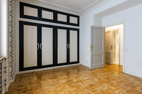 Apartment for sale in Madrid, Spain, 6 bedrooms, 500.00m2, No. 2408 – photo 23