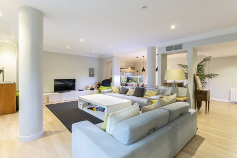Apartment for sale in Madrid, Spain, 4 bedrooms, 330.00m2, No. 2353 – photo 7