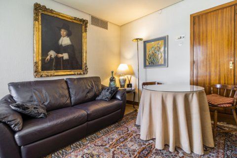 Apartment for sale in Madrid, Spain, 6 bedrooms, 414.00m2, No. 2470 – photo 26