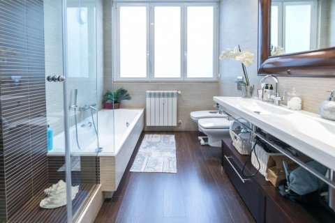 Apartment for sale in Madrid, Spain, 5 bedrooms, 236.00m2, No. 1569 – photo 30