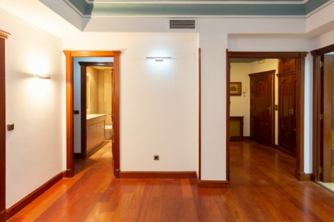 Apartment for sale in Madrid, Spain, 4 bedrooms, 196.00m2, No. 2199 – photo 5