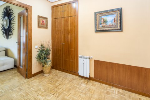 Apartment for sale in Madrid, Spain, 5 bedrooms, 232.00m2, No. 2190 – photo 14