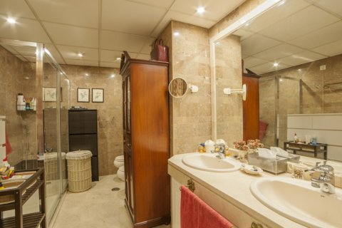 Apartment for sale in Sevilla, Seville, Spain, 3 bedrooms, 193.00m2, No. 2430 – photo 25