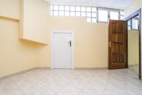 Apartment for sale in Madrid, Spain, 7 bedrooms, 223.00m2, No. 2714 – photo 11