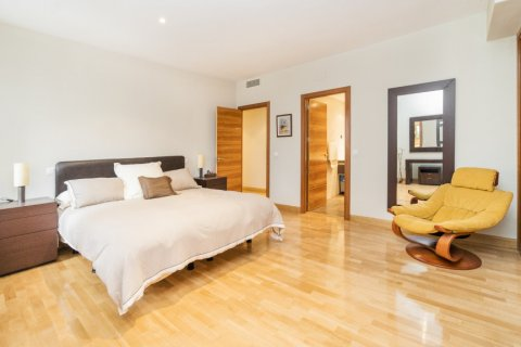 Apartment for sale in Madrid, Spain, 4 bedrooms, 218.00m2, No. 2576 – photo 22