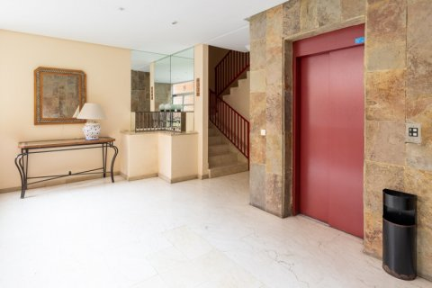 Apartment for sale in Madrid, Spain, 3 bedrooms, 121.00m2, No. 2521 – photo 28