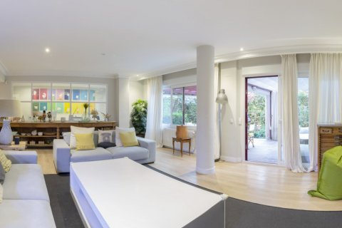 Apartment for sale in Madrid, Spain, 4 bedrooms, 330.00m2, No. 2353 – photo 30
