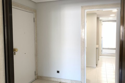 Apartment for rent in Madrid, Spain, 4 bedrooms, 180.00m2, No. 1843 – photo 8
