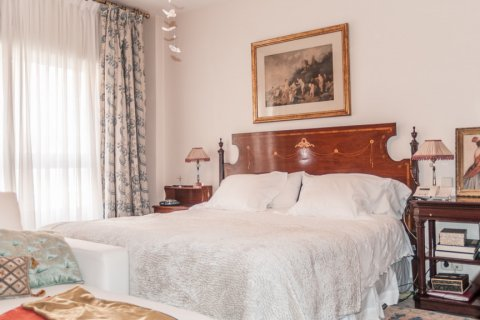 Apartment for sale in Sevilla, Seville, Spain, 6 bedrooms, 270.00m2, No. 1749 – photo 7