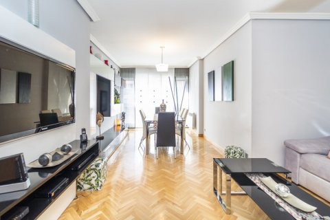 Apartment for sale in Madrid, Spain, 4 bedrooms, 122.51m2, No. 2192 – photo 1