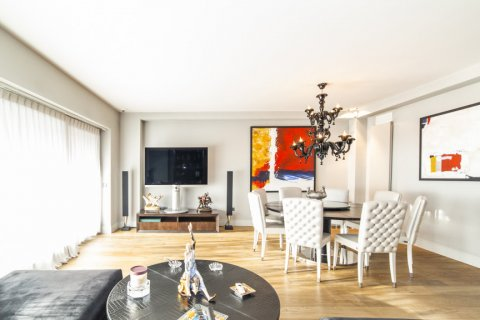 Apartment for sale in Madrid, Spain, 3 bedrooms, 322.00m2, No. 2564 – photo 9