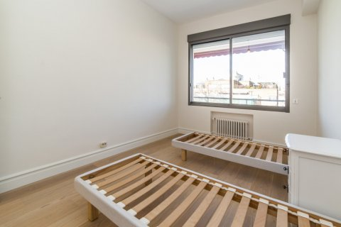 Apartment for sale in Madrid, Spain, 4 bedrooms, 251.00m2, No. 2527 – photo 20
