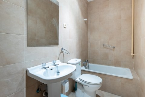 Apartment for sale in Madrid, Spain, 9 bedrooms, 215.00m2, No. 2500 – photo 2