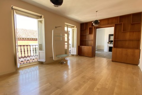 Apartment for rent in Madrid, Spain, 4 bedrooms, 150.00m2, No. 2728 – photo 1