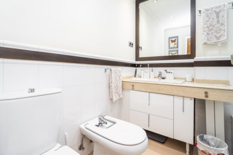 Apartment for sale in Madrid, Spain, 4 bedrooms, 213.00m2, No. 2415 – photo 30