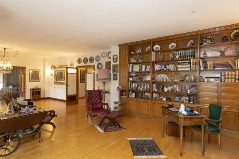 Apartment for sale in Madrid, Spain, 5 bedrooms, 322.00m2, No. 2584 – photo 8