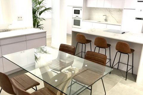Apartment for rent in Madrid, Spain, 4 bedrooms, 348.00m2, No. 2010 – photo 27