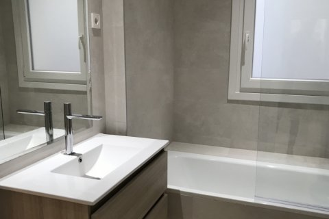 Apartment for rent in Madrid, Spain, 4 bedrooms, 348.00m2, No. 2010 – photo 21