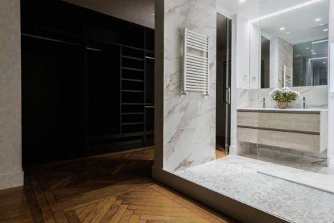 Apartment for rent in Madrid, Spain, 4 bedrooms, 348.00m2, No. 2010 – photo 8