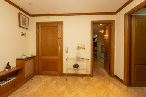 Apartment for sale in Madrid, Spain, 4 bedrooms, 206.00m2, No. 2284 – photo 29
