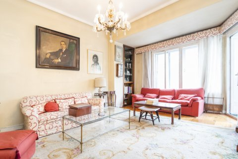 Apartment for sale in Madrid, Spain, 5 bedrooms, 168.00m2, No. 2313 – photo 16