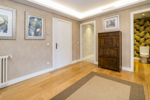 Apartment for sale in Alcobendas, Madrid, Spain, 5 bedrooms, 474.00m2, No. 2566 – photo 7