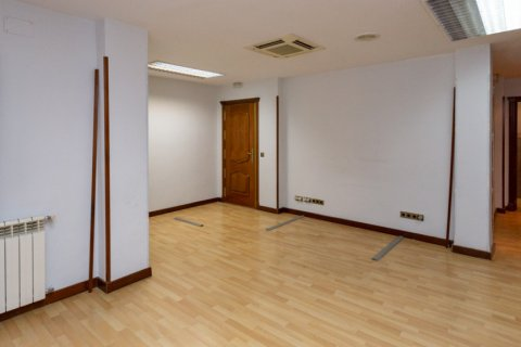 Apartment for sale in Madrid, Spain, 4 bedrooms, 196.00m2, No. 2199 – photo 19